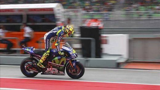Rossi y su patada a Marc Márquez: el campeón pierde su halo