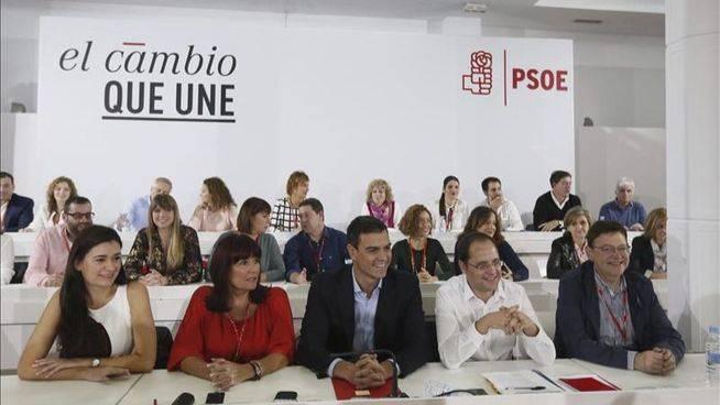 Pedro Sánchez reúne hoy a los barones del PSOE para ratificar su proyecto de Estado federal