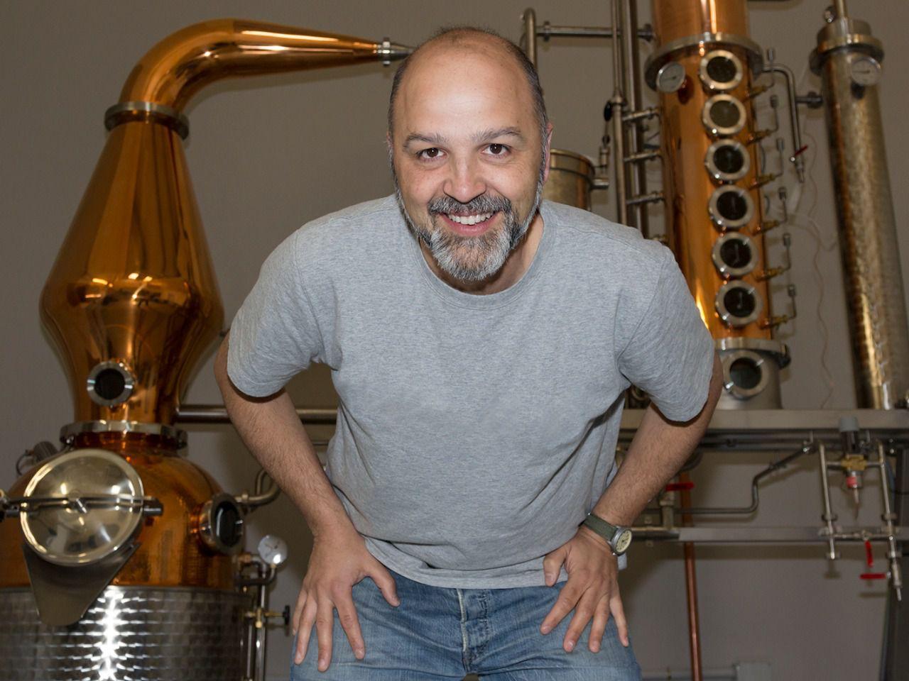SANTAMANÍA, la destilería que produce ginebra y vodka