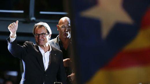 Artur Mas, ni héroe ni mártir: los catalanes no le quieren de president ni en pintura
