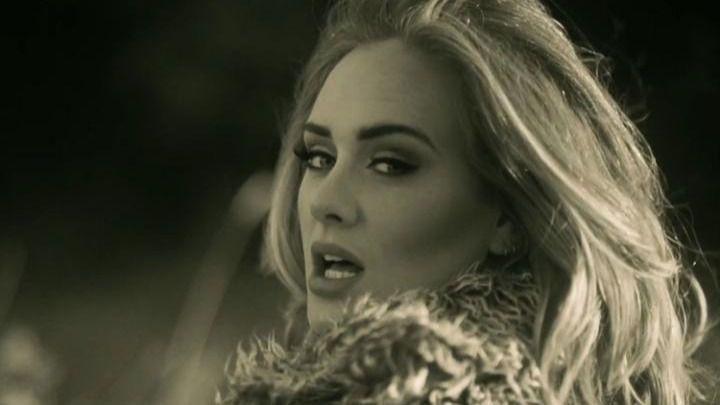Adele bate récords con 'Hello' y se enfada con Damon Albarn