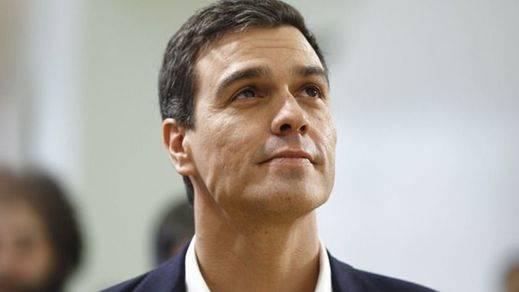 Sánchez intenta apaciguar la revuelta interna para que se comprometa a derogar