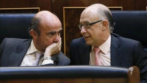 Bruselas frena el optimismo del Gobierno: España incumplirá sus objetivos de déficit en 2015 y 2016