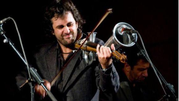 El polifacético Diego Galaz y otros grandes músicos hacen sonar los instrumentos más insólitos