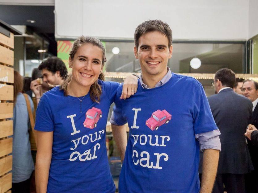 Raquel Priego, responsable de Comunicación, y Jaume Suñol, country manager de Drivy en España