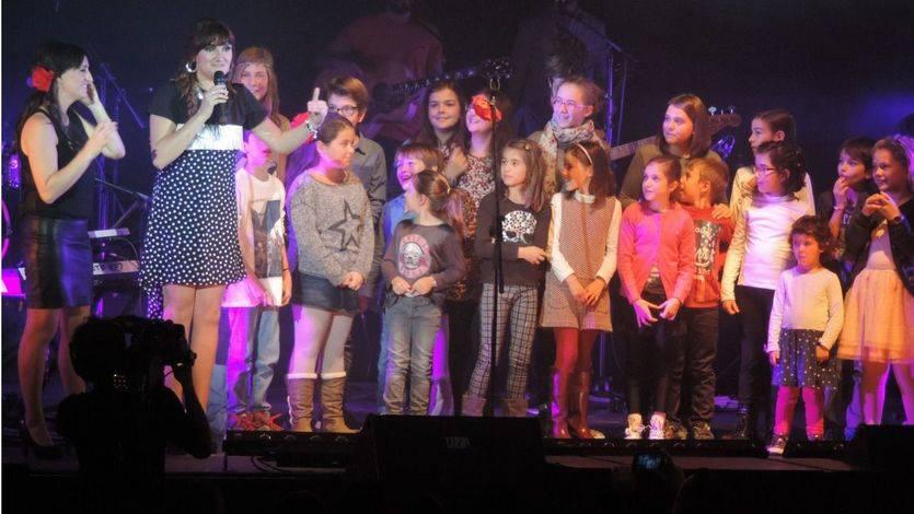 Los niños acompañan a Rozalén en su canción 'Las hadas'