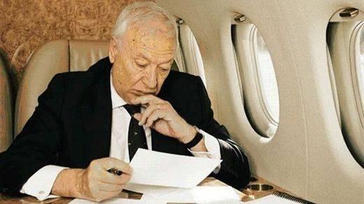 Margallo, como en un búnker de alta seguridad para presentar su libro junto a Rajoy