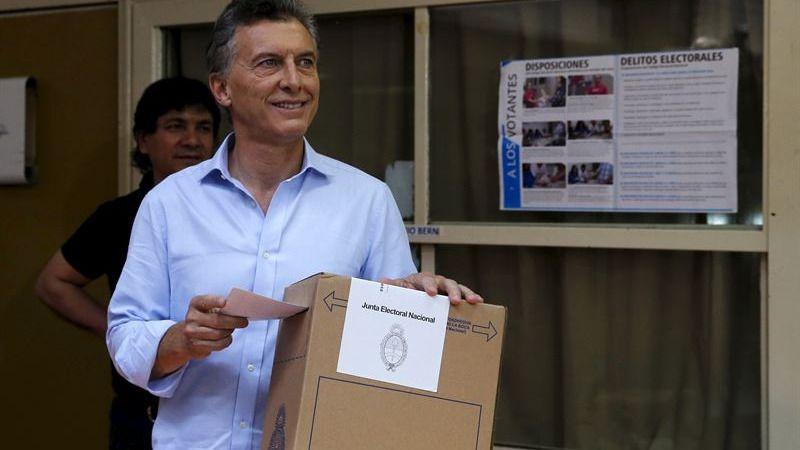 Los sondeos a pie de urna dan el triunfo al opositor Macri en las presidenciales argentinas