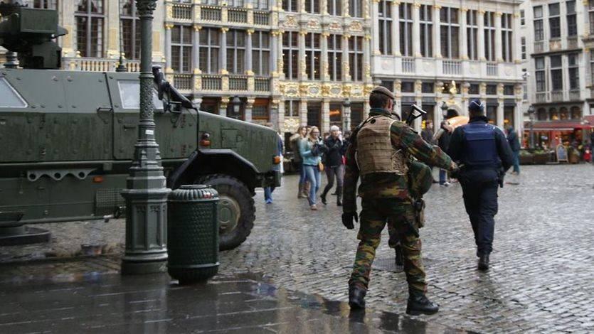 El primer ministro belga teme un atentado 'en centros comerciales o transportes públicos' y paraliza Bruselas al menos un día más