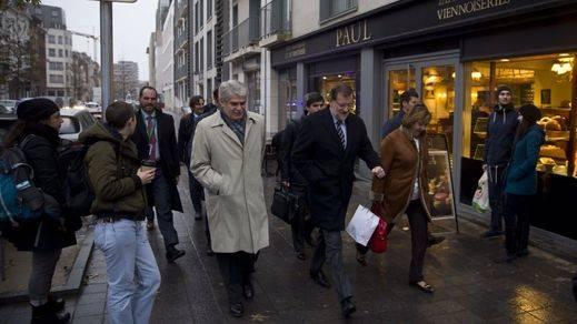 Y Rajoy desafía al clima de Bruselas con un paseo por la capital belga