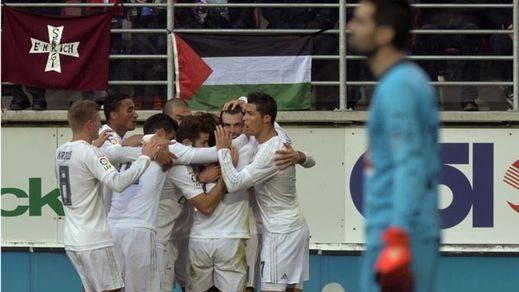 El Madrid cumple ante un correoso Eibar (0-2)