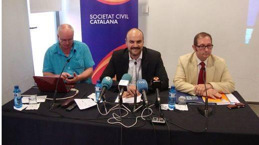 Catalanes que se atreven a celebrar el Día de la Constitución Española y en Madrid