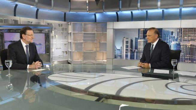 Rajoy 'contraprograma' desde Telecinco presumiendo de que Obama quiere visitar España y anunciando más exenciones en la cotizaciones a la Seguridad Social