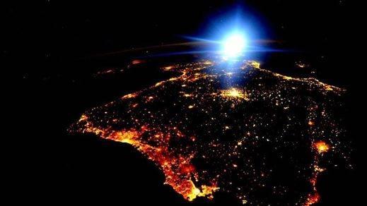 La espectacular foto de la NASA de España y Portugal de noche desde el espacio