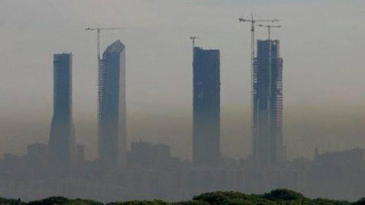 La capital, otra vez paralizada por la contaminación: Madrid activa el 'Escenario 2' y prohíbe aparcar en la zona centro