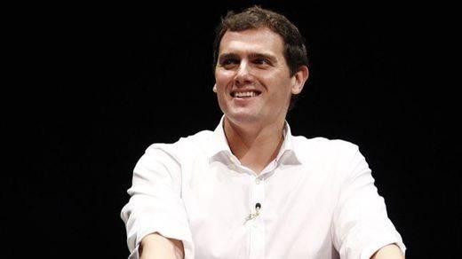 Albert Rivera ya gana en algo: es el candidato político más sexy de España
