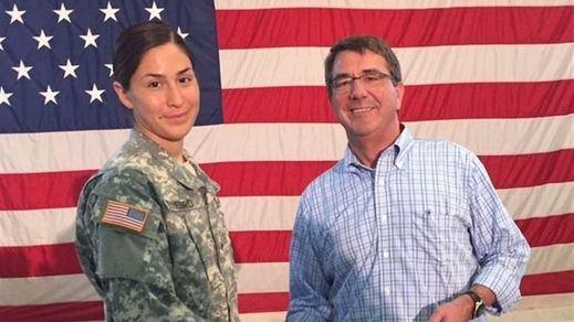 EEUU permitirá a las mujeres militares combatir en los mismos puestos que los hombres