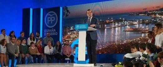 Rajoy abre 'su' campaña advirtiendo contra los partidos que