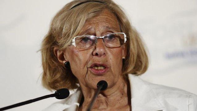 Carmena sugiere ahora que los niños compitan a 'ver quién recoge más colillas' para limpiar Madrid