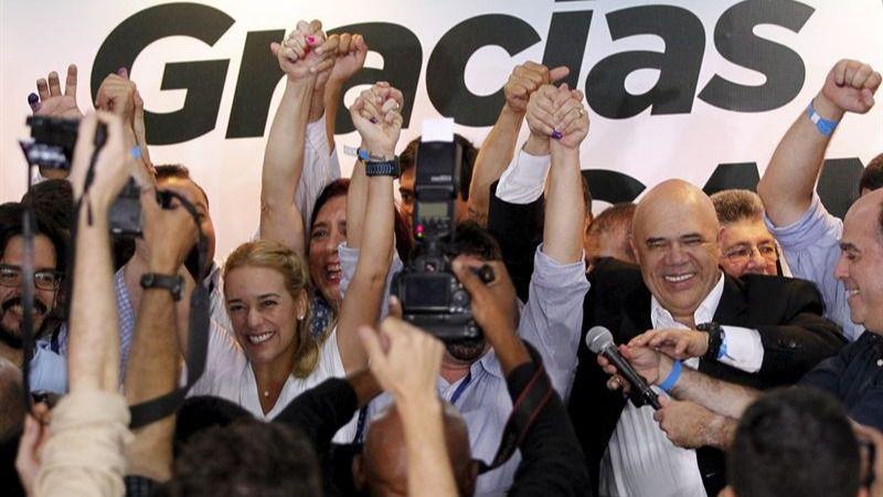 La oposición venezolana celebra ya haber obtenido mayoría calificada en la Asamblea