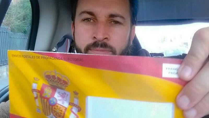 Continúa el lío de Vox con sus sobres electorales retenidos por lucir la bandera de España