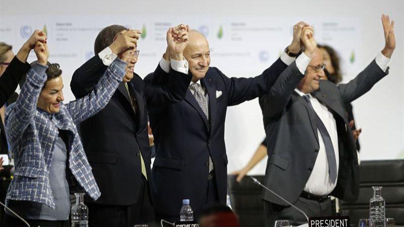 El Acuerdo de París contra el calentamiento global se aprueba entre vítores y lágrimas