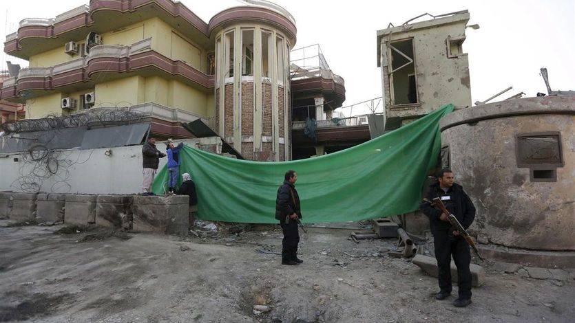 Imagen de los daños causados en el atentado contra la embajada española en Kabul.