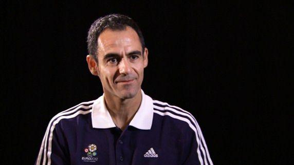Además de La Roja, España tendrá otro futbolero en la Eurocopa: el árbitro Velasco Carballo