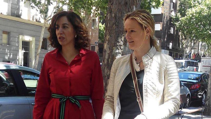 Irene Lozano y la excomante del ejército Zaida Cantera