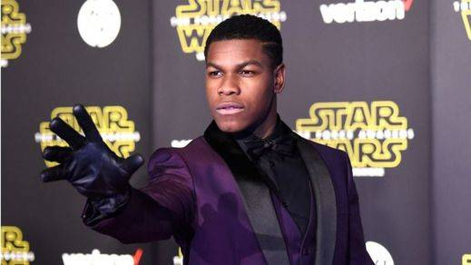 'Star Wars 7': Usuarios de Twitter denuncian que los cines 'estafan' con entradas para una noche antes del estreno