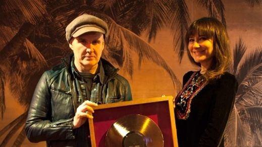 Amaral recoge el Disco de Oro por su último álbum 'Nocturnal'