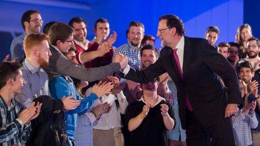 Rajoy y la estrategia del miedo: llama a evitar una coalición de PSOE y Podemos que lleve España 'a la ruina'