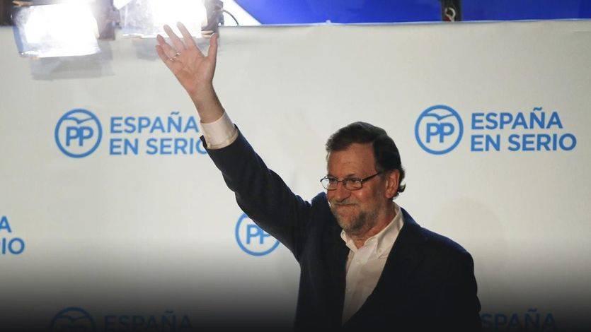 Rajoy en el balcón de Génova sede del PP
