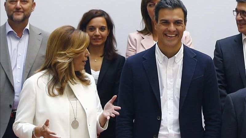 Sánchez, entre la espada de Iglesias y la pared de los barones