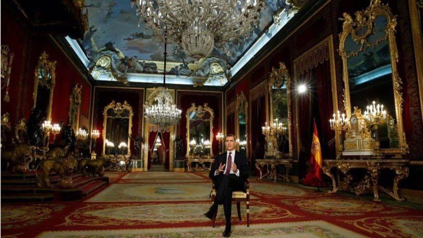 Felipe VI en uno de los salones del Palacio Real para grabar su discurso de Navidad.