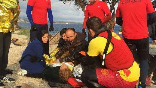 Bomberos españoles, testigos del drama de los refugiados en el 'gran cementerio' del Mediterráneo