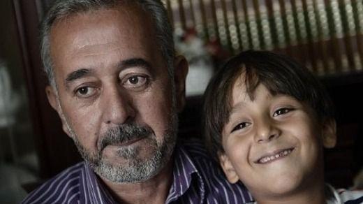 Osama Abdul, el refugiado agredido por una reportera, arbitrará un partido benéfico