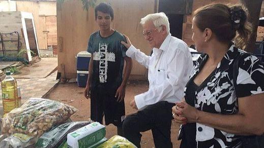 Eternamente ejemplar: el padre Ángel inicia el año en un Paraguay muy afectado por inundaciones