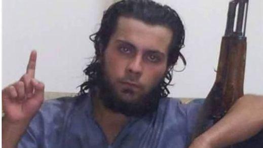El colmo de la crueldad: un yihadista mata en público a su madre por pedirle que abandonara el Estado Islámico