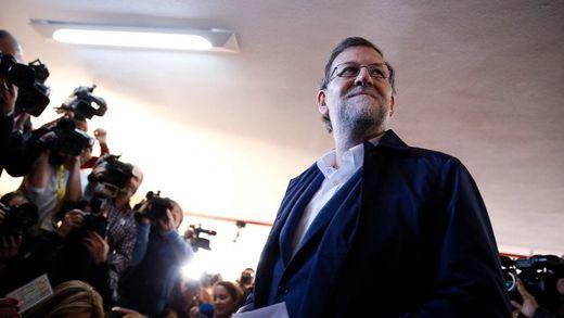 Rajoy reitera que el pacto que busca Sánchez con Podemos