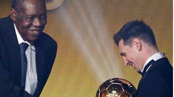 Messi ya tiene su manita... de Balones de Oro: gana el quinto, por delante de Cristiano y Neymar
