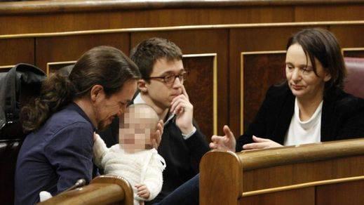 Bescansa con su bebé en el escaño, la imagen del día en el Congreso