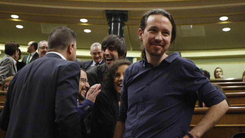 Iglesias, enormemente enfadado con Sánchez por 'pactar con PP y Ciudadanos', casi cierra las posibilidades de acordar la investidura