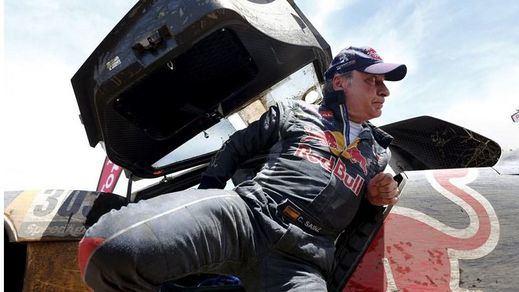 La maldición persigue a Carlos Sainz en el Dakar: una avería le obiga a abandonar cuando iba líder