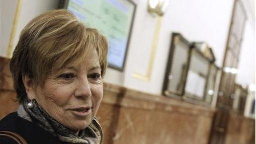 Celia Villalobos llama 'piojoso' al diputado con rastas de Podemos