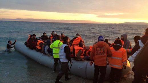 Grecia detiene a 3 bomberos de Sevilla que ayudaban a rescatar refugiados en Lesbos