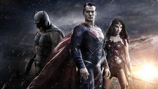'Batman v Superman' tiene nuevo avance y también aparecen las primeras imágenes de 'Wonder Woman'