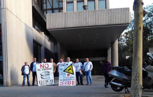 Los trabajadores de Elcogas se concentran este martes ante el Ministerio de Industria