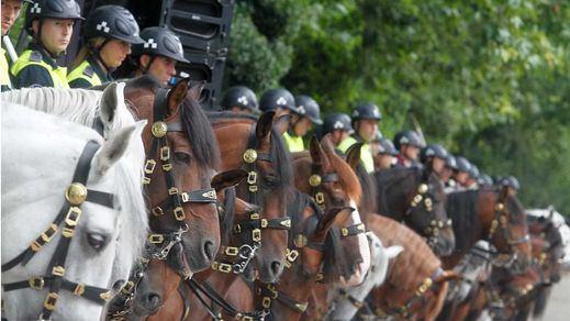 El nuevo Madrid de las derechas recupera el himno de España, la bandera y el desfile de la Policía