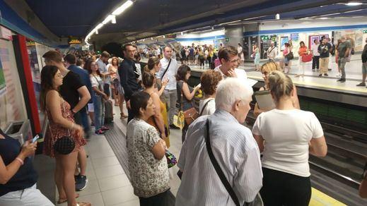 'Como sardinas en lata' y, además, 'asfixiadas': Metro de Madrid y la reducción de frecuencias en verano